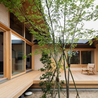 japanese home design. Hiiragi s House is a Japanese home arranged around courtyard and old tree houses  Dezeen