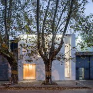 Cotignola Staricco Tobler slots white office between warehouses in Montevideo