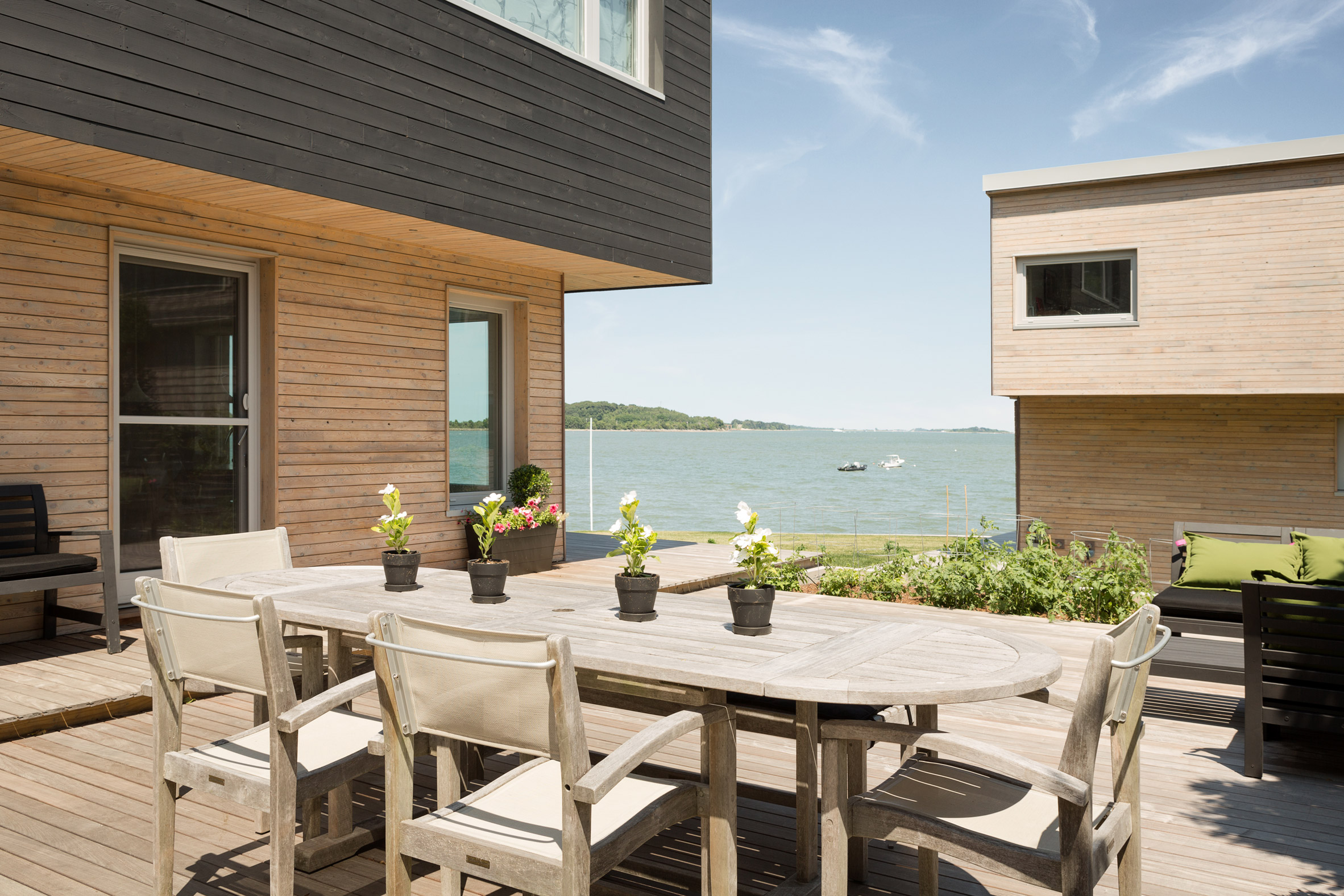 Quincy Bay Residence by Go Logic