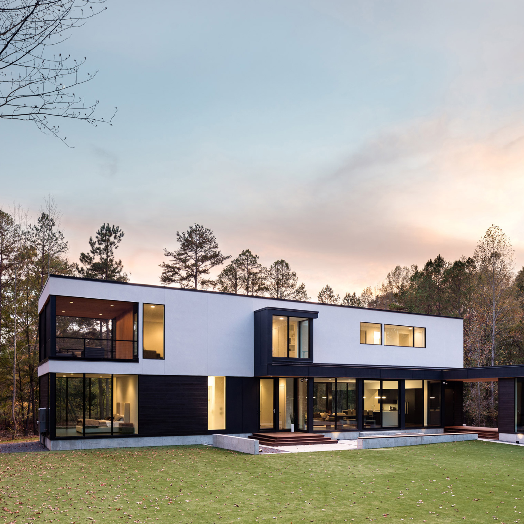 In Situ Studio creates rectilinear home for wooded site in North ...