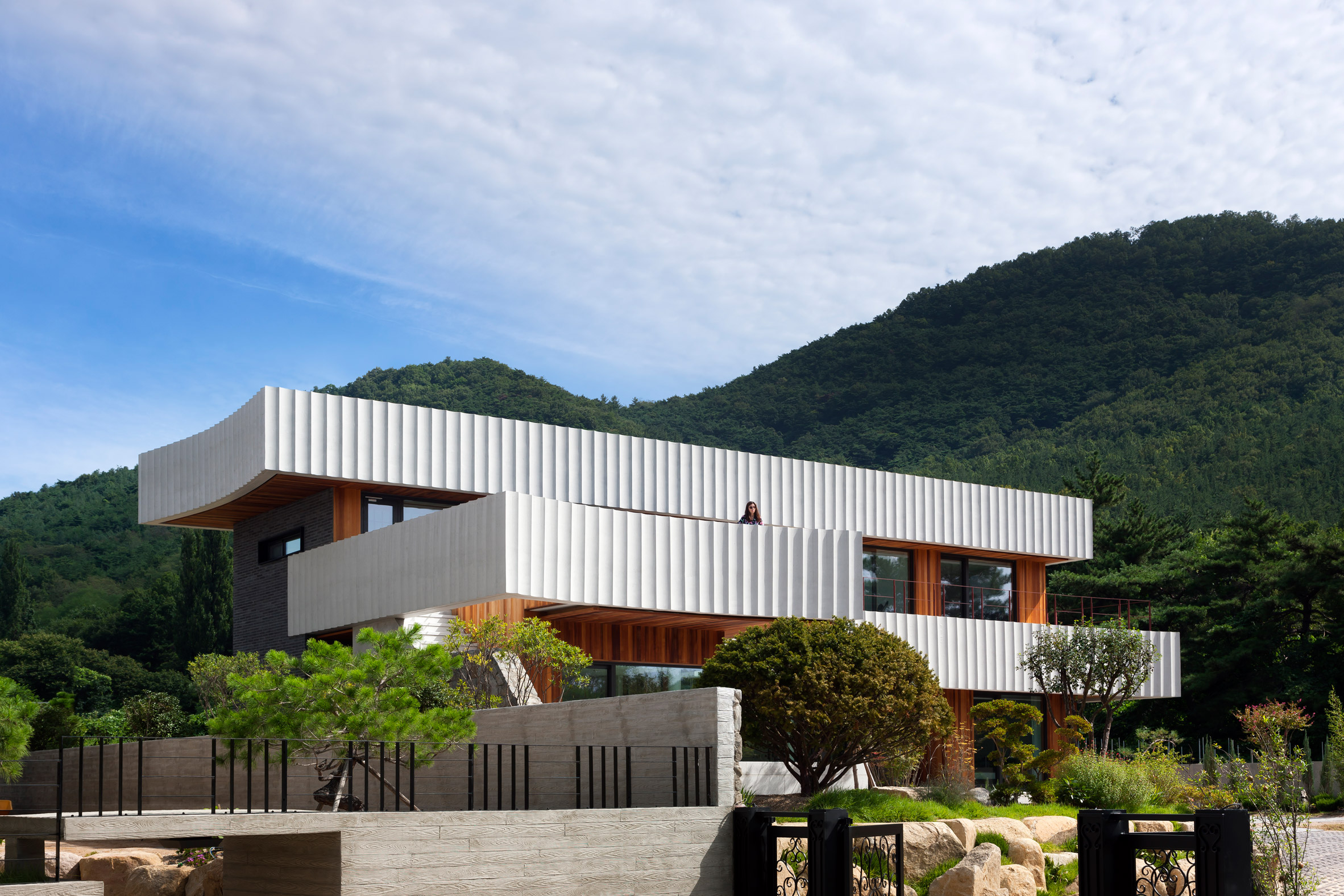 Ridged ribbons of concrete wrap house in South Korea by ...