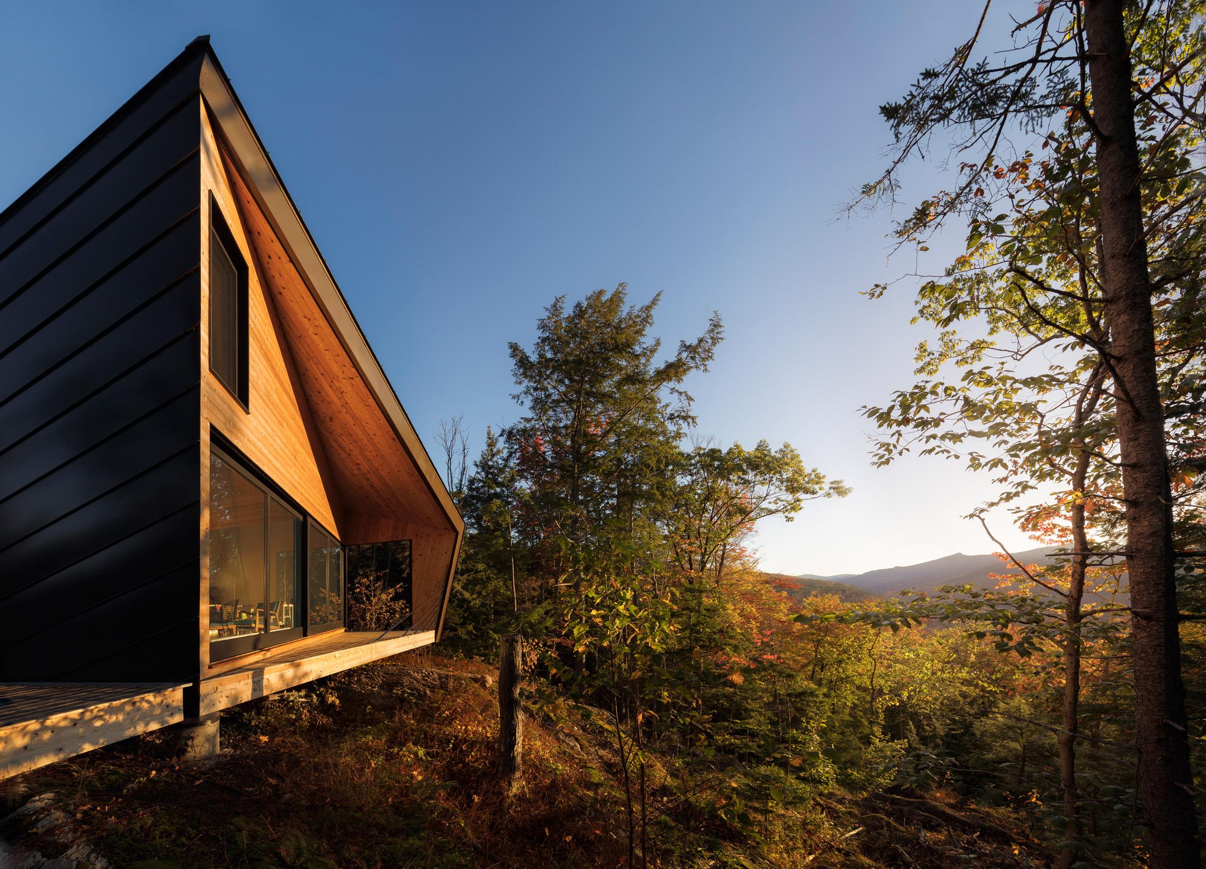 Cabin on a Rock by I-Kanda Architects