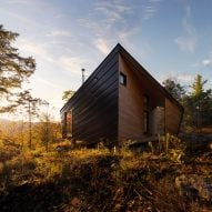 I-Kanda places angular cabin atop granite rock in New England
