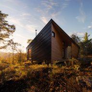 I-Kanda places angular cabin atop granite rock in New England