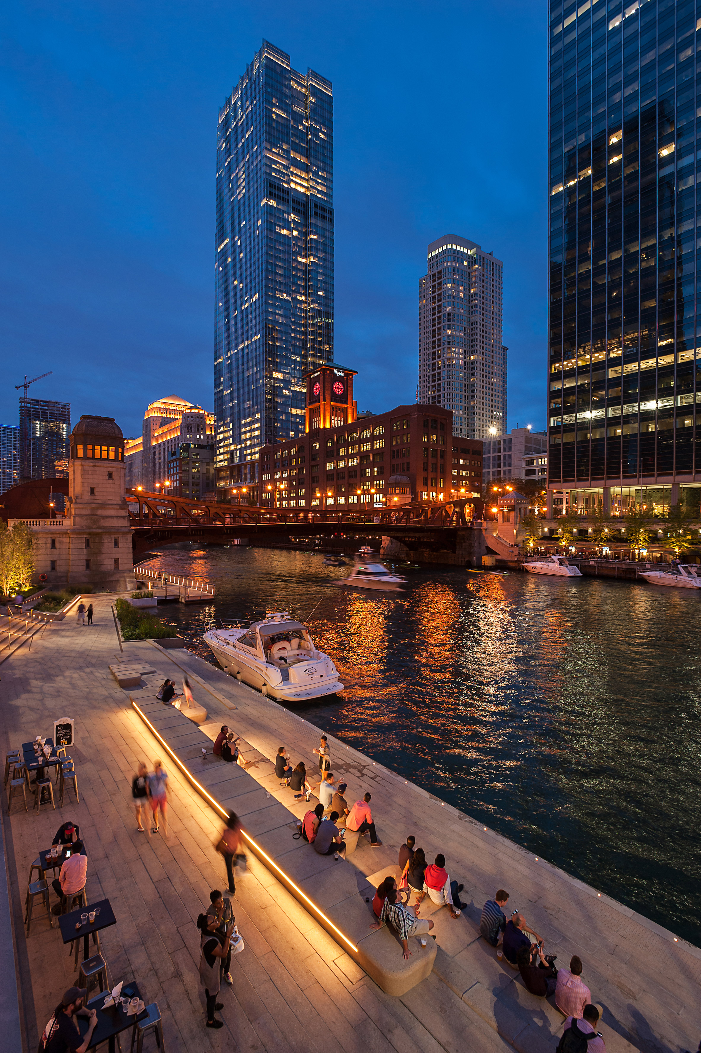 3novices drone footage captures bustling chicago riverwalk for Ross architecture