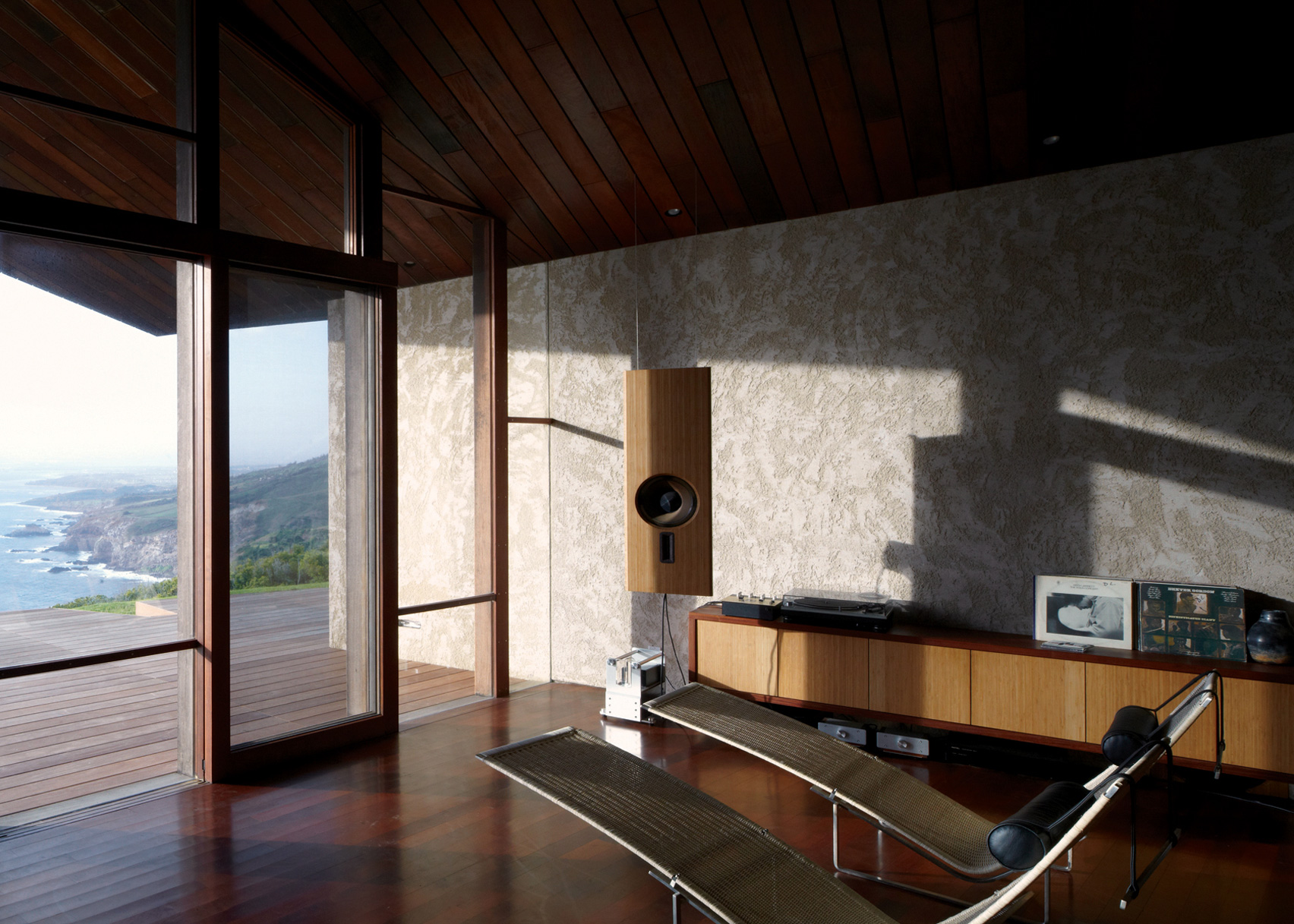 Clifftop House on Maui by Dekleva Gregorič Arhitekti