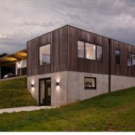 Haus wraps low-lying Indiana residence in thermally treated ash