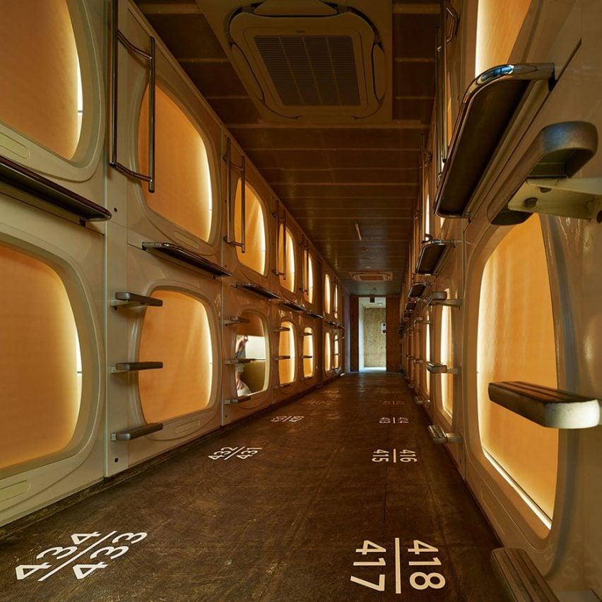 Retro capsule hotel in tokyo gets contemporary makeover by for Retro design hotel