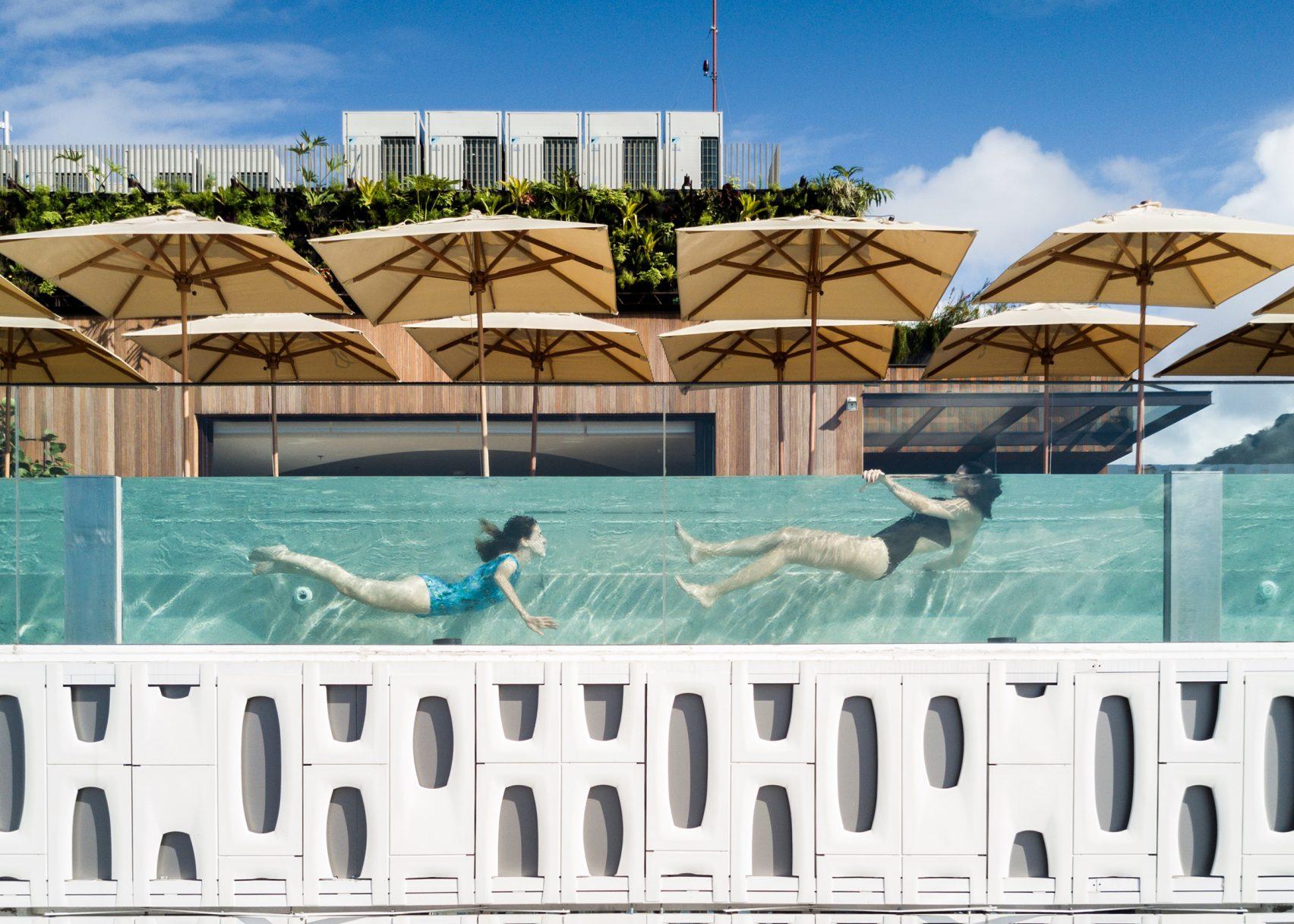 Перфорированные жалюзи отеля в Рио-де-Жанейро
