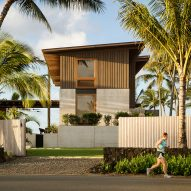 Walker Warner Architects creates open-air beach house in Hawaii
