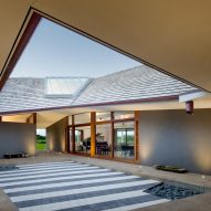 Massive angular roof spans four parts of Hawaiian home by Johnston Marklee