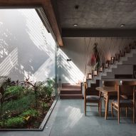 Neogenesis+Studi0261 incorporates planted terraces and courtyard into Jungalow house