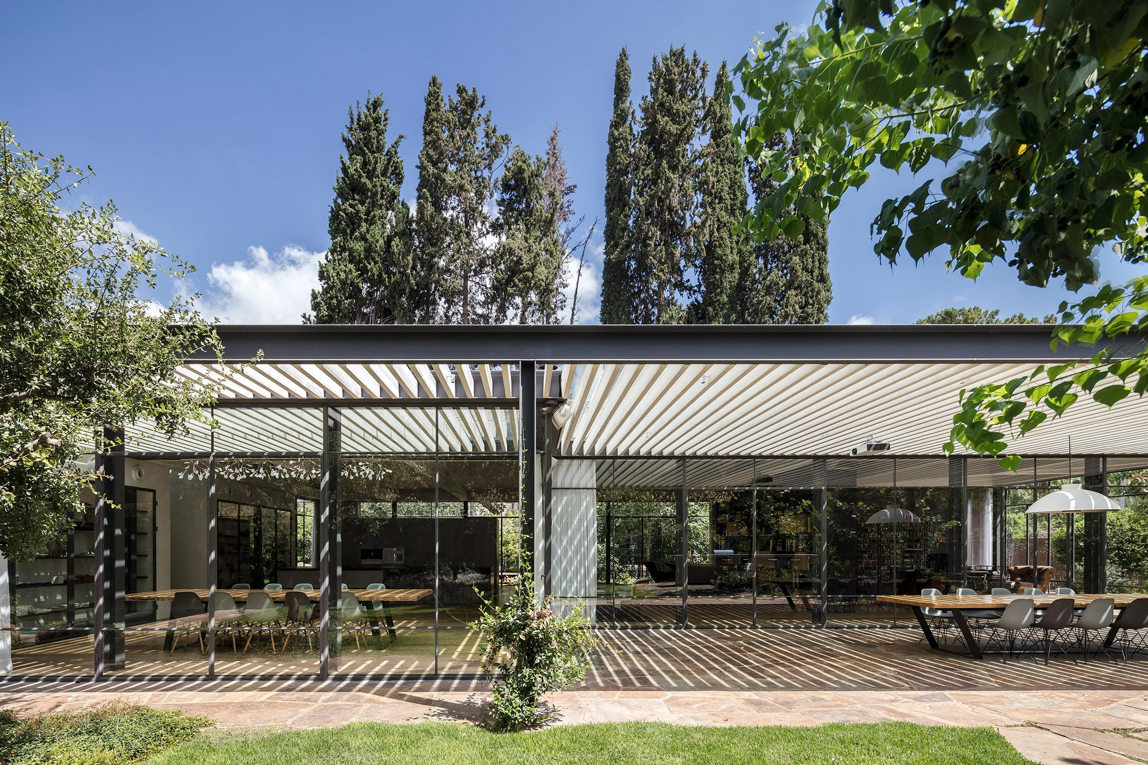 Glass walls and covered walkways intertwine Israeli house and garden