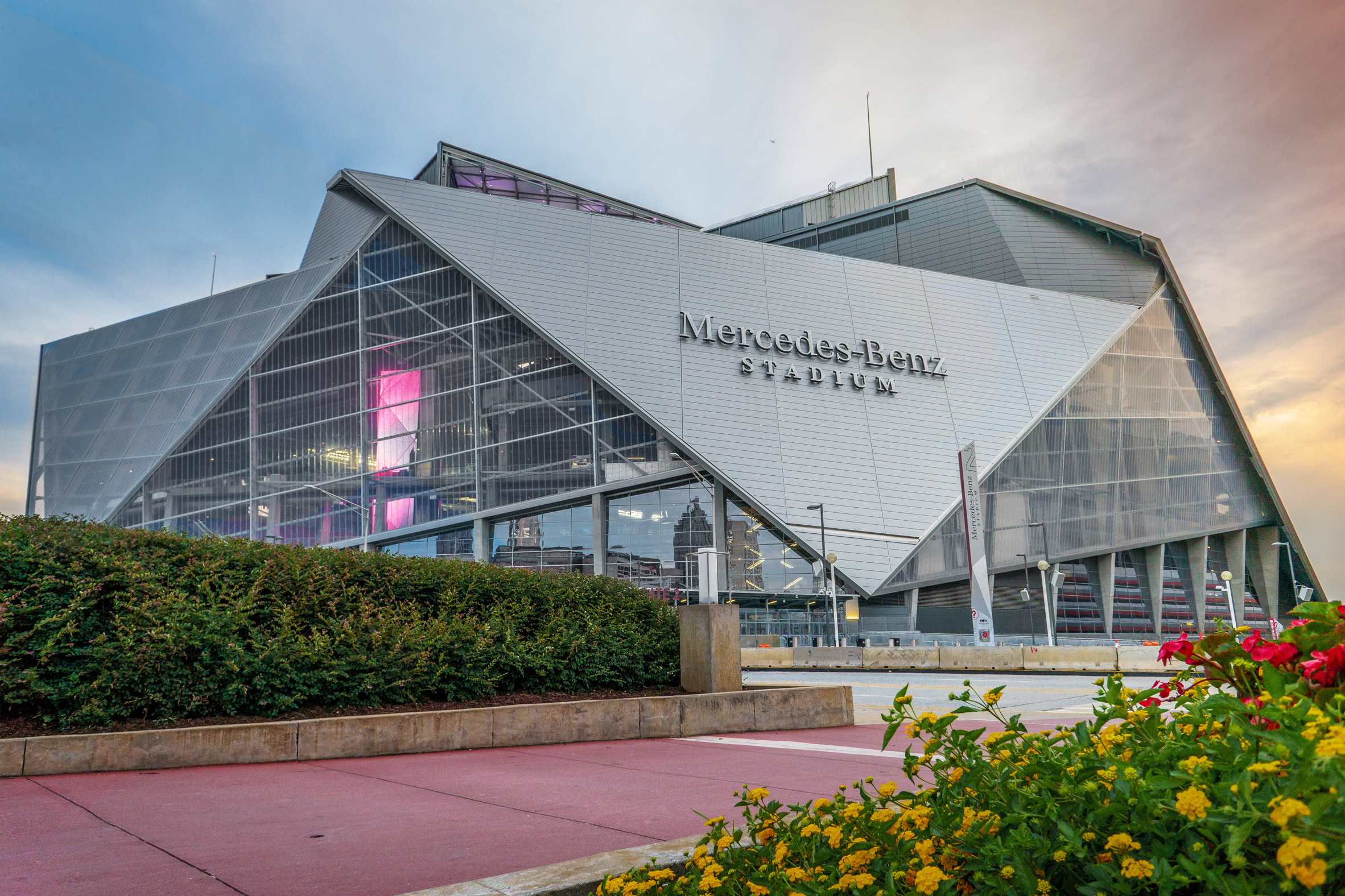 Atlanta stadium by hok hosts american football games under for Mercedes benz stadium in atlanta georgia