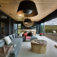 Mountain cottage by HOLA Design Studio