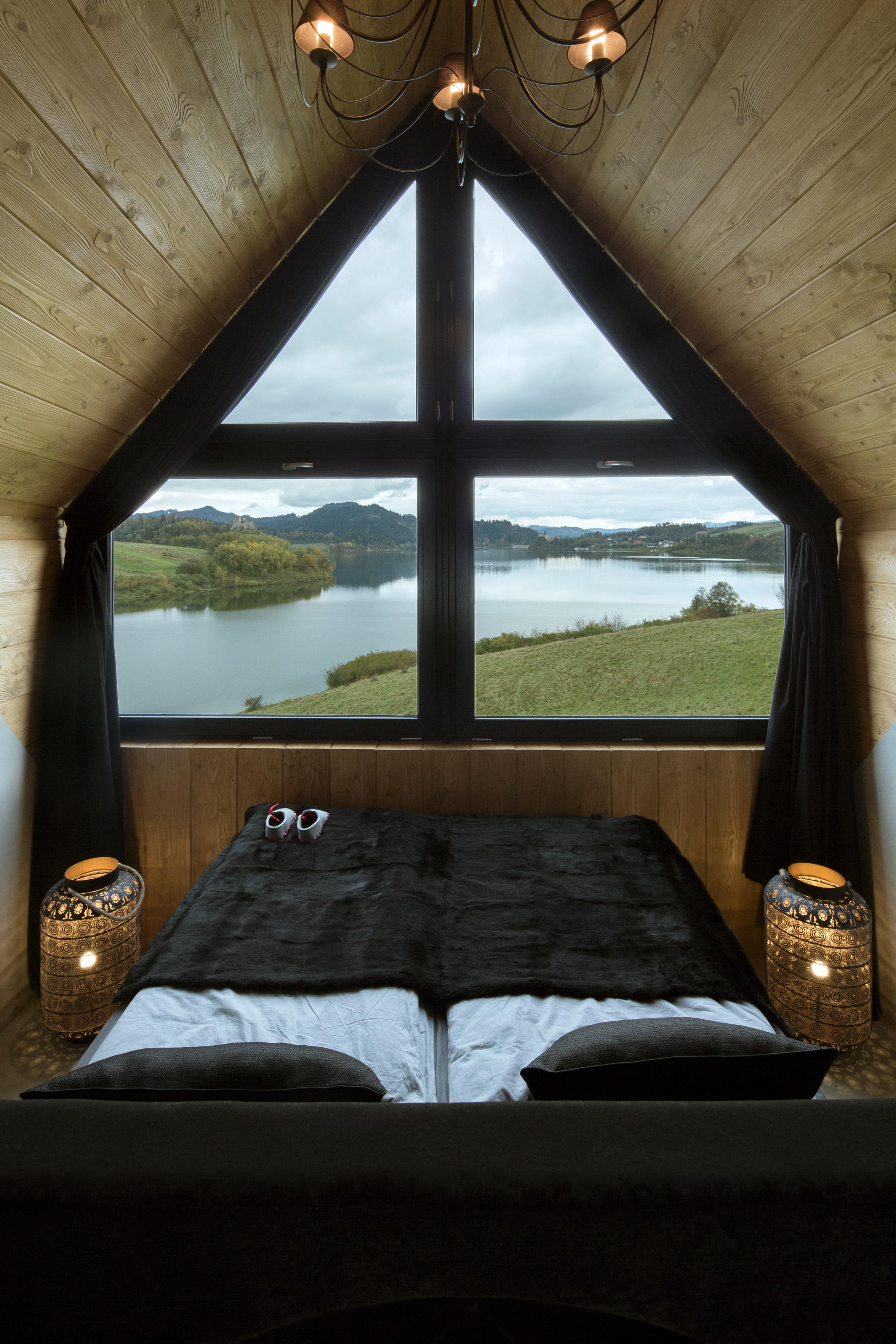 Mountain cottage by HOLA Design Studio