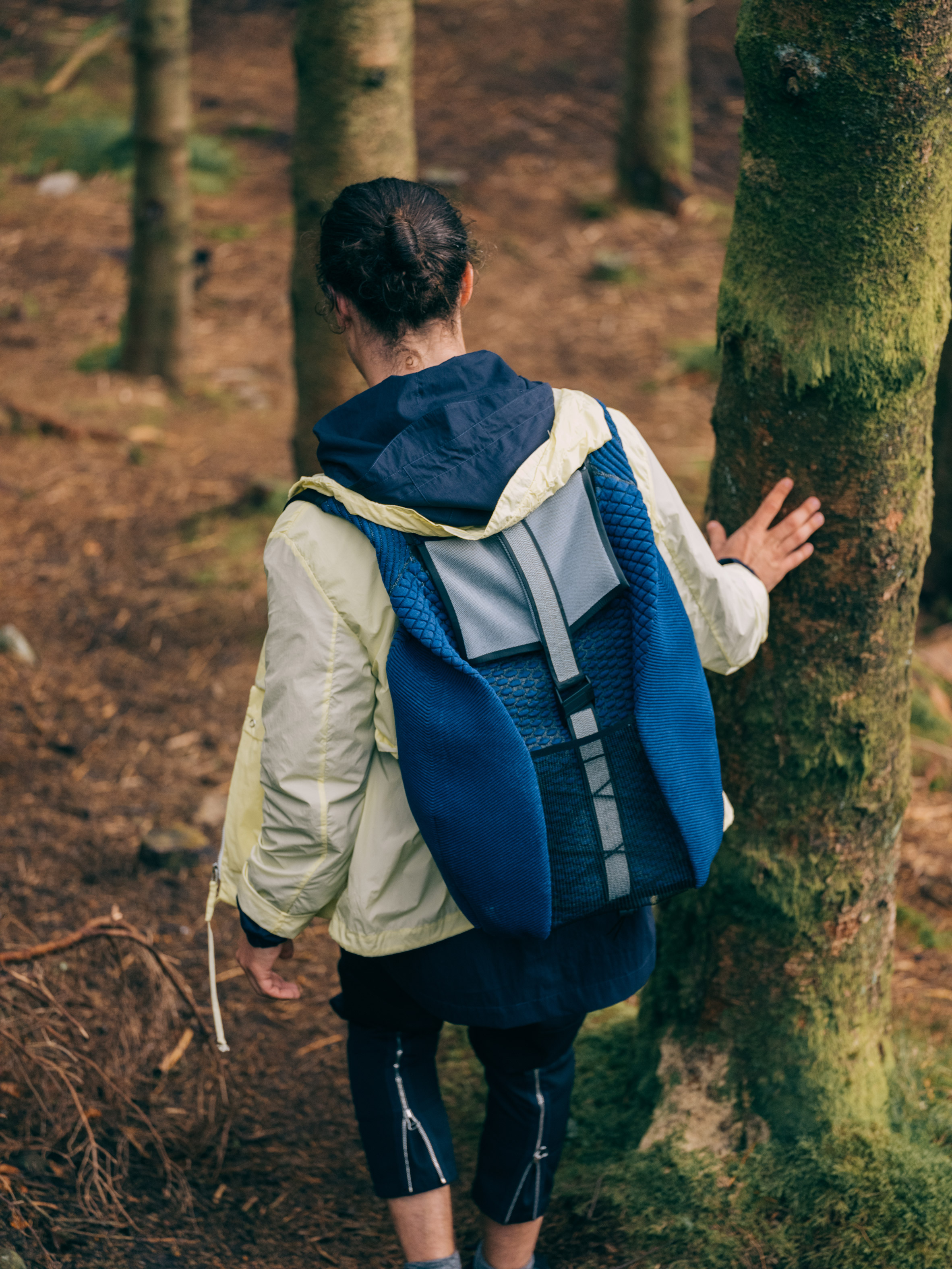 "Pauline van Dongen designs backpack using ""energy harvesting textile"""