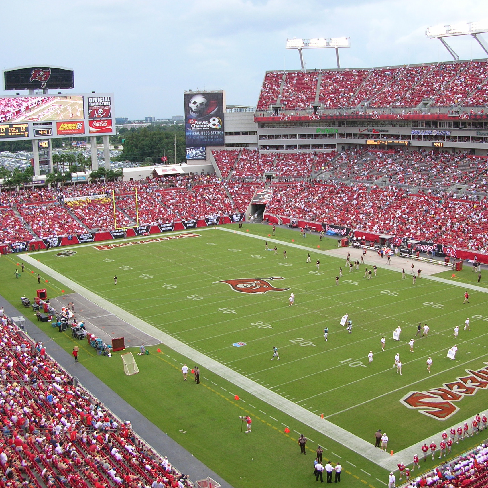 Raymond James Stadium by Wagner Murray Architects and Populous, Tampa, Florida