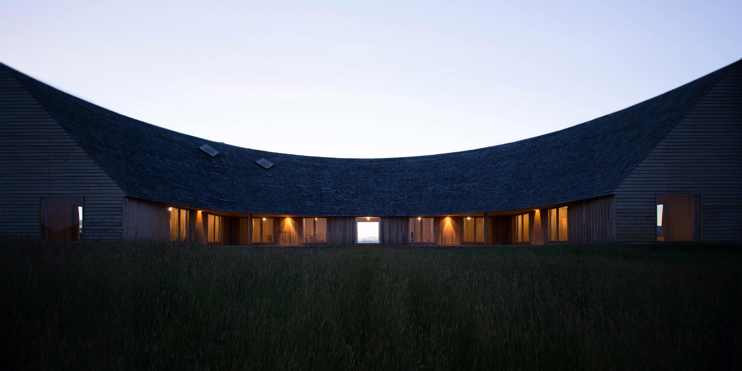 Rode House с покатой черепичной крышей