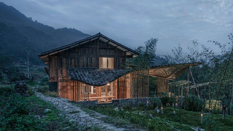 Волнистая крыша пансиона в Китае