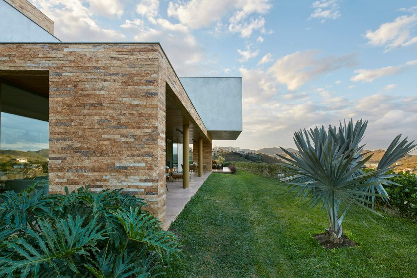 Valley House by David Guerra