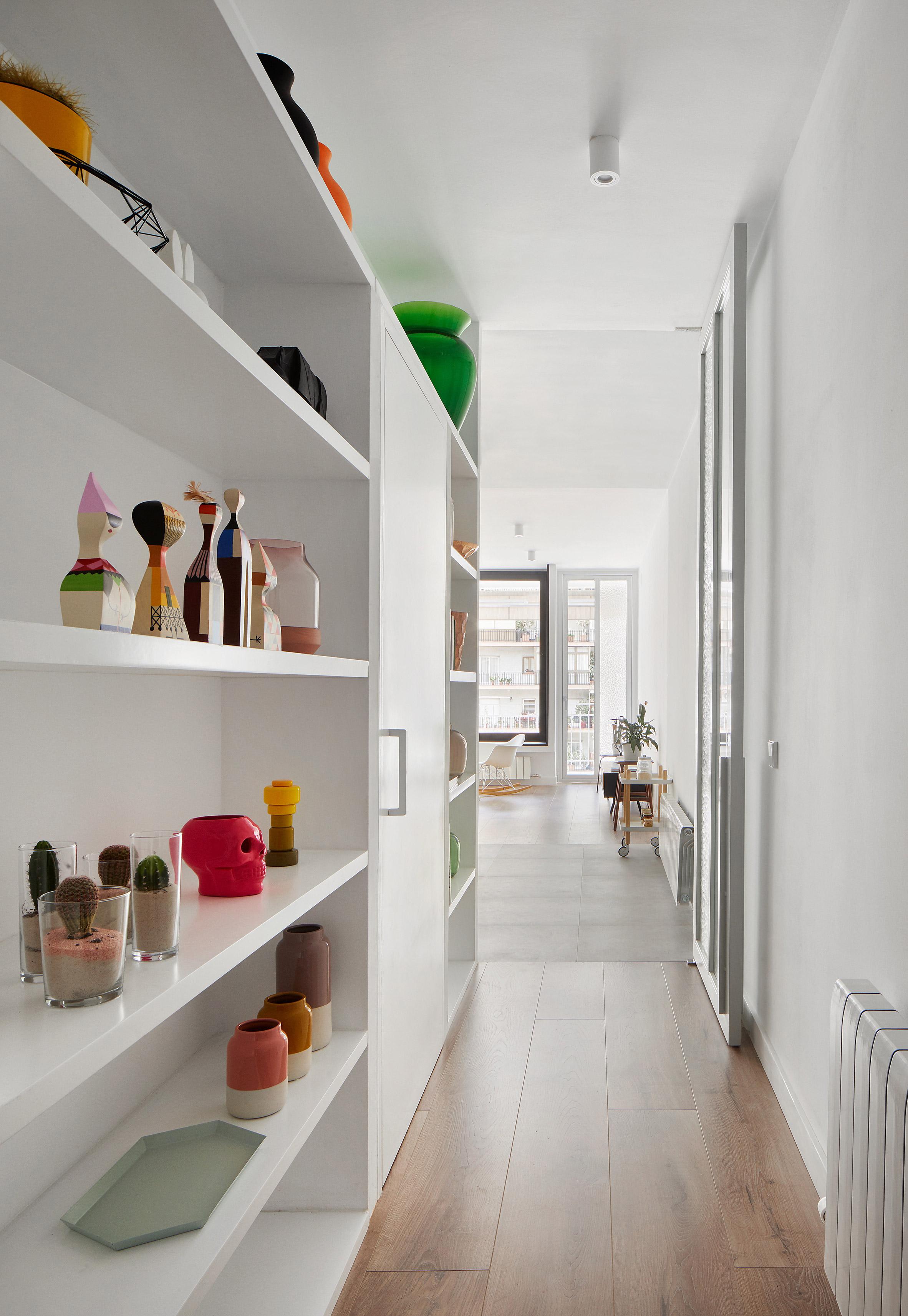 Raúl Sánchez Architects updates Barcelona flat with grey granite and bright white walls