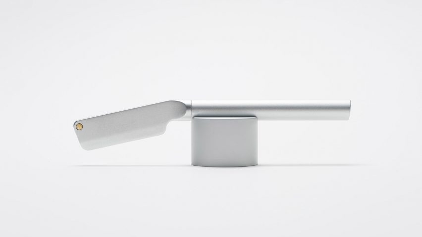 London-based industrial design agency Morrama has launched an aluminium straight razor that will help to reduce the amount of plastic going into landfill.