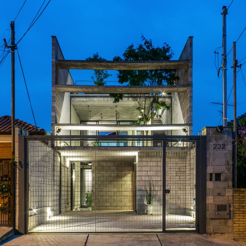 Terra e Tuma creates narrow concrete house in São Paulo | Dezeen
