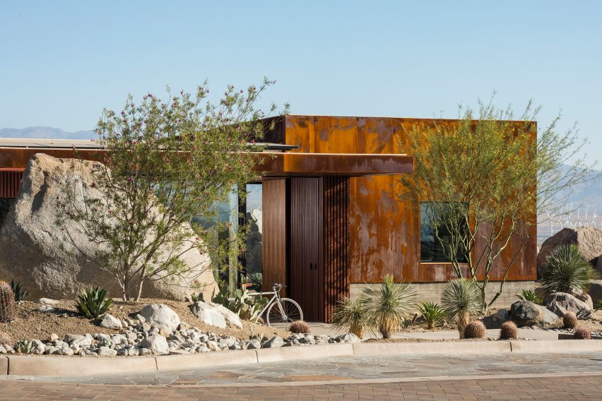 Desert Palisades Guardhouse by Studio AR+D
