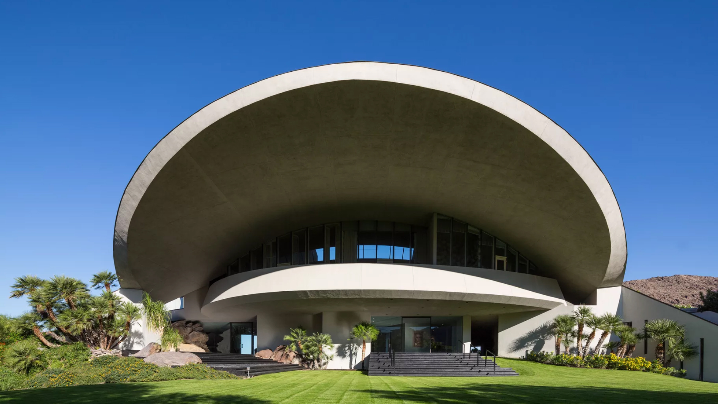 John Lautner Punctured Hope Residence S Giant Roof With A Crater Like Hole