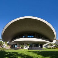 John Lautner punctured Hope Residence's giant roof with a crater-like hole