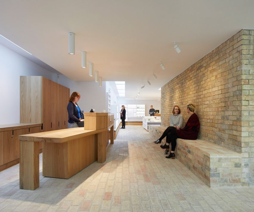 "Jamie Fobert's Kettle's Yard extension echoes ""domestic scale and calm aesthetic"" of existing gallery"