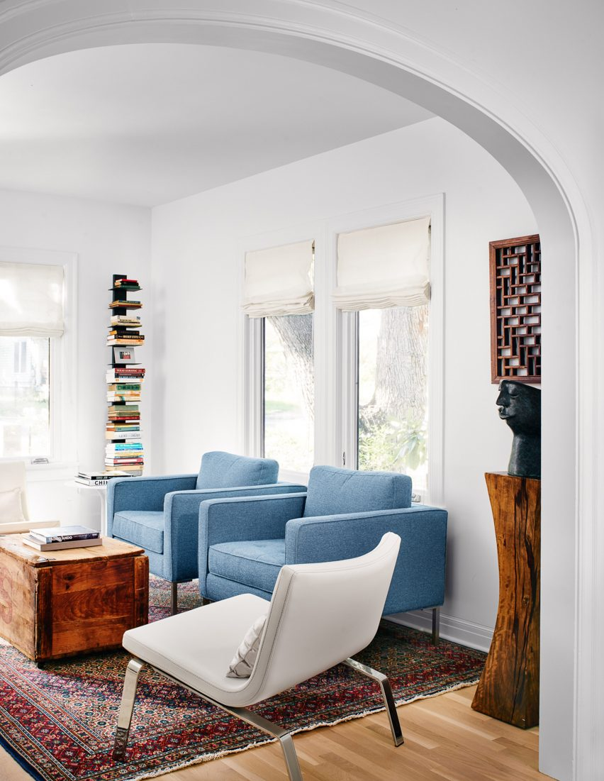 Nick Deaver enlarges 1930s Austin cottage with glass and metal additions