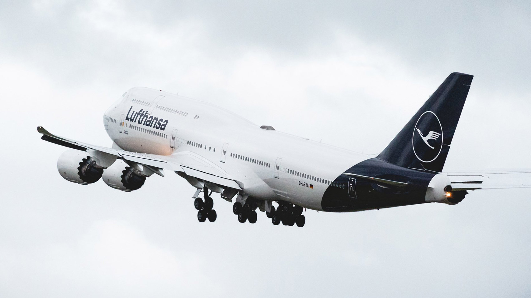 Lufthansa Updates World S Oldest Airline Logo As Part Of Controversial Livery Redesign