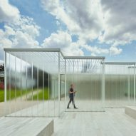 Staggered glass walls front visitor centre at Louisiana plantation house