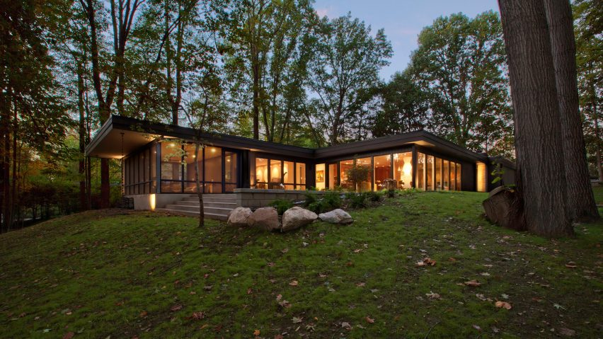 Haus overhauls midcentury modern home in the indiana woods