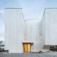 Álvaro Siza combines geometric forms for white-concrete church in Brittany