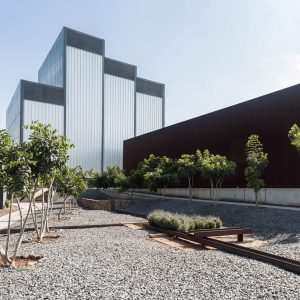steven holl s glassell school of art in houston features a rooftop