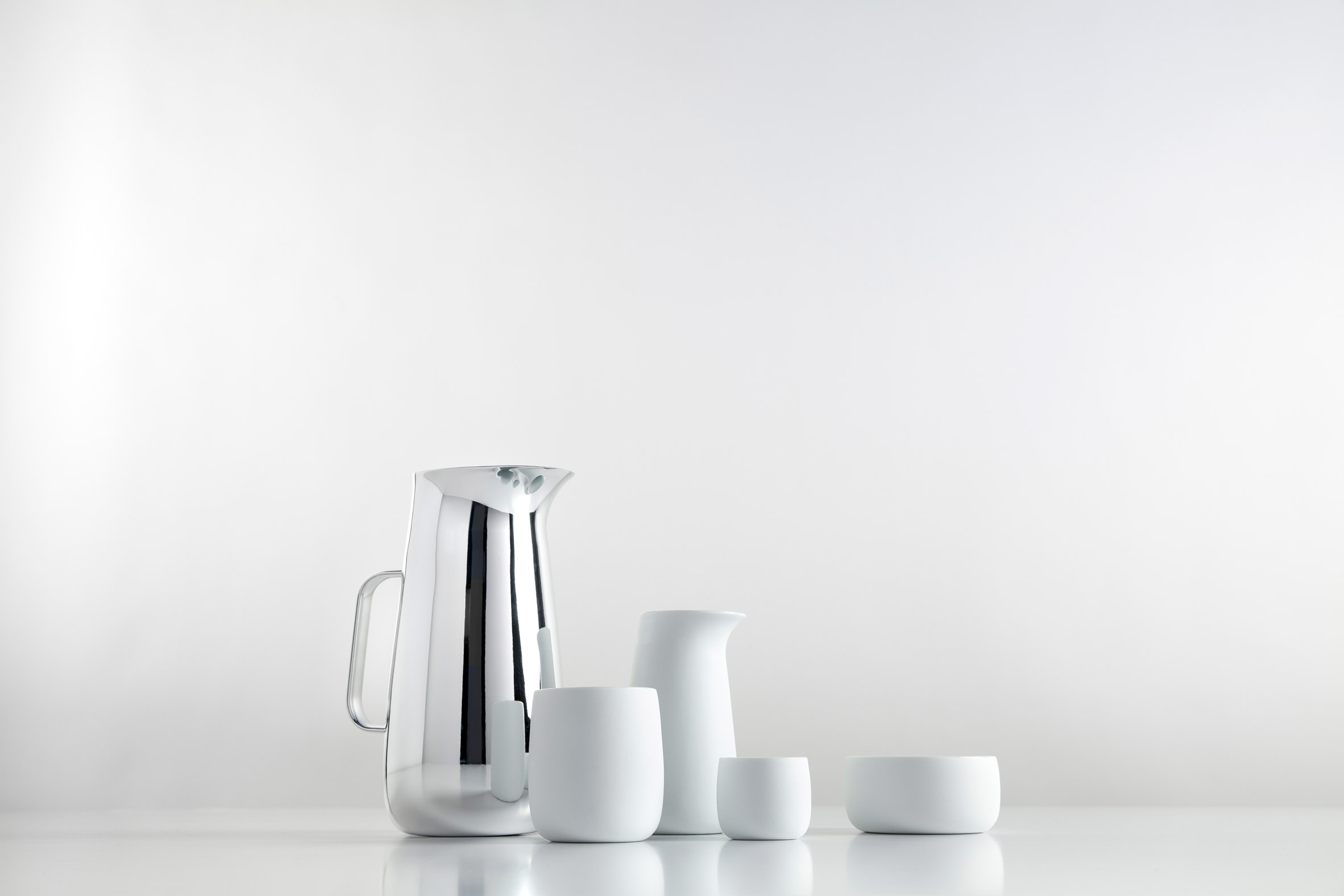 "Norman Foster designs ""sculptural"" range of tableware for Danish design brand Stelton"