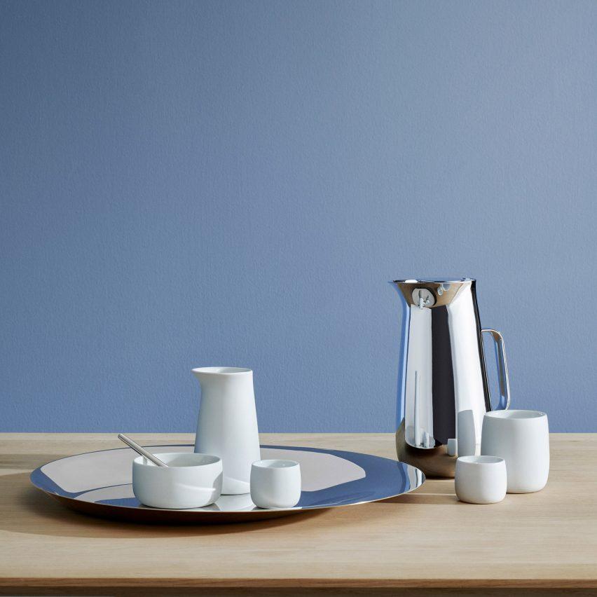 "Norman Foster designs ""sculptural"" range of tableware for Danish design brand Stelton"