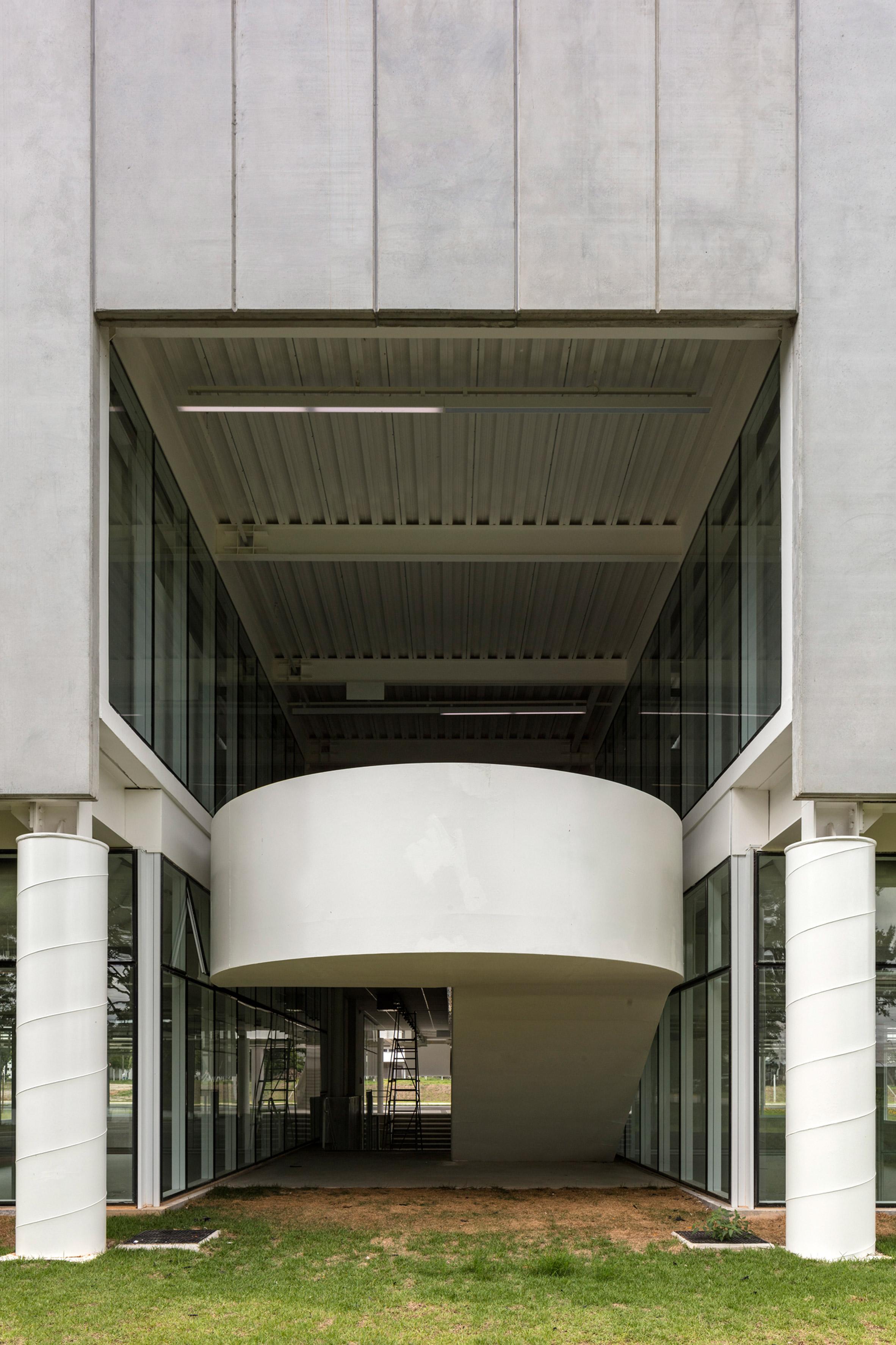Tech Institute of Aeronautics by Metro