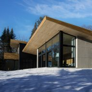 Quebec ski chalet by YH2 features V-shaped roof modelled on bird's wings