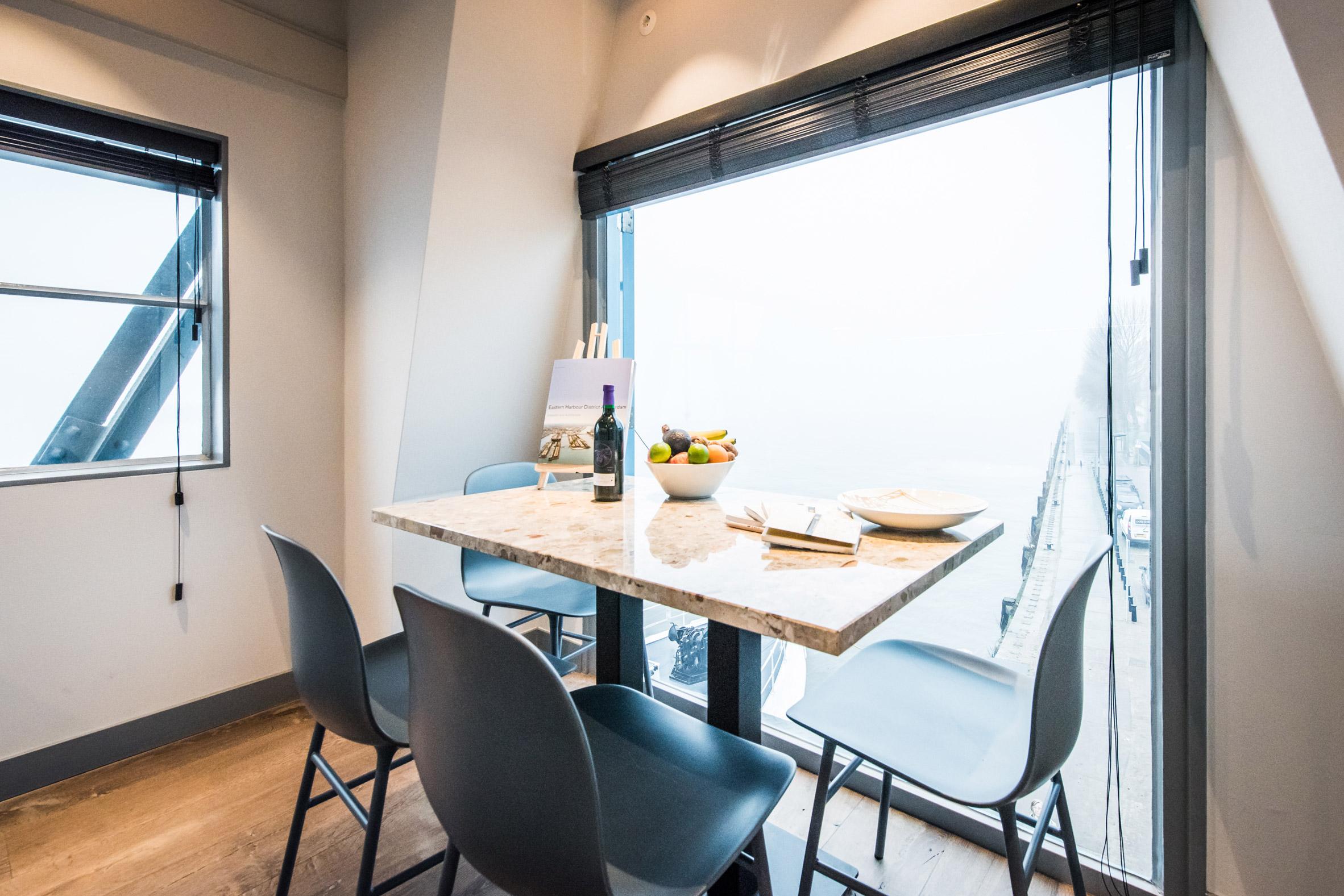 Yays Crane Apartment by Edward van Vliet