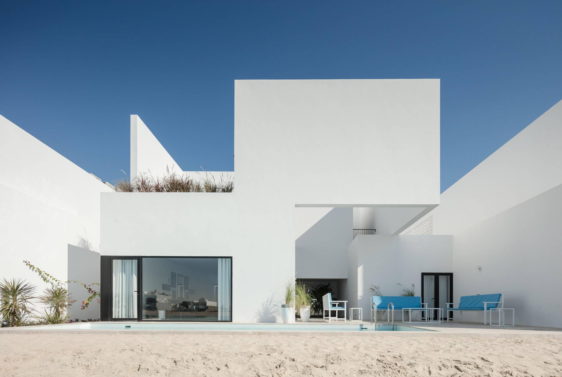 Associated Architects Partnership designs terrace of minimalist ...