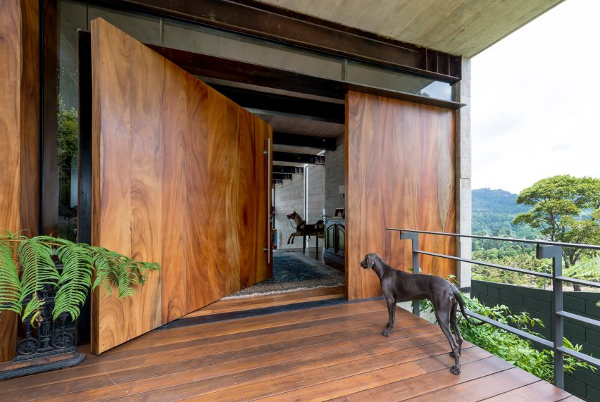 Ayvalaan House by Paz Arquitectura