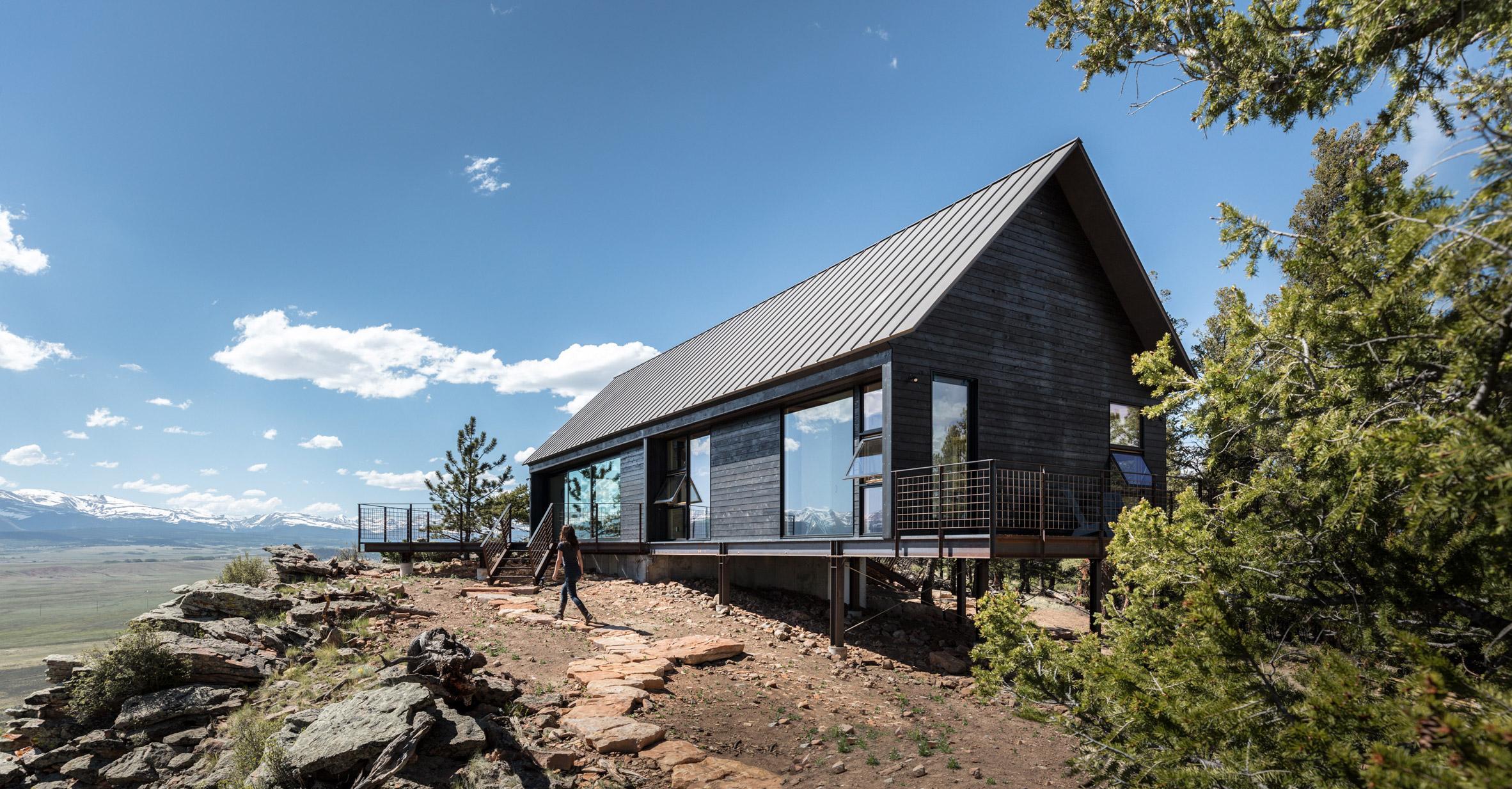 Renée del Gaudio creates pair of rustic cabins for rocky perch in Colorado