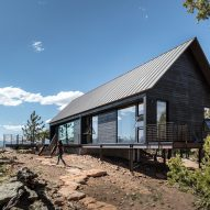 Renée del Gaudio creates pair of rustic cabins for rocky perch in Colorado