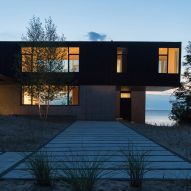 William Kaven designs sturdy house on Lake Michigan for bracing weather