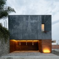 Espacio 18 and Cueto squeeze grey townhouse onto tight plot in Mexico