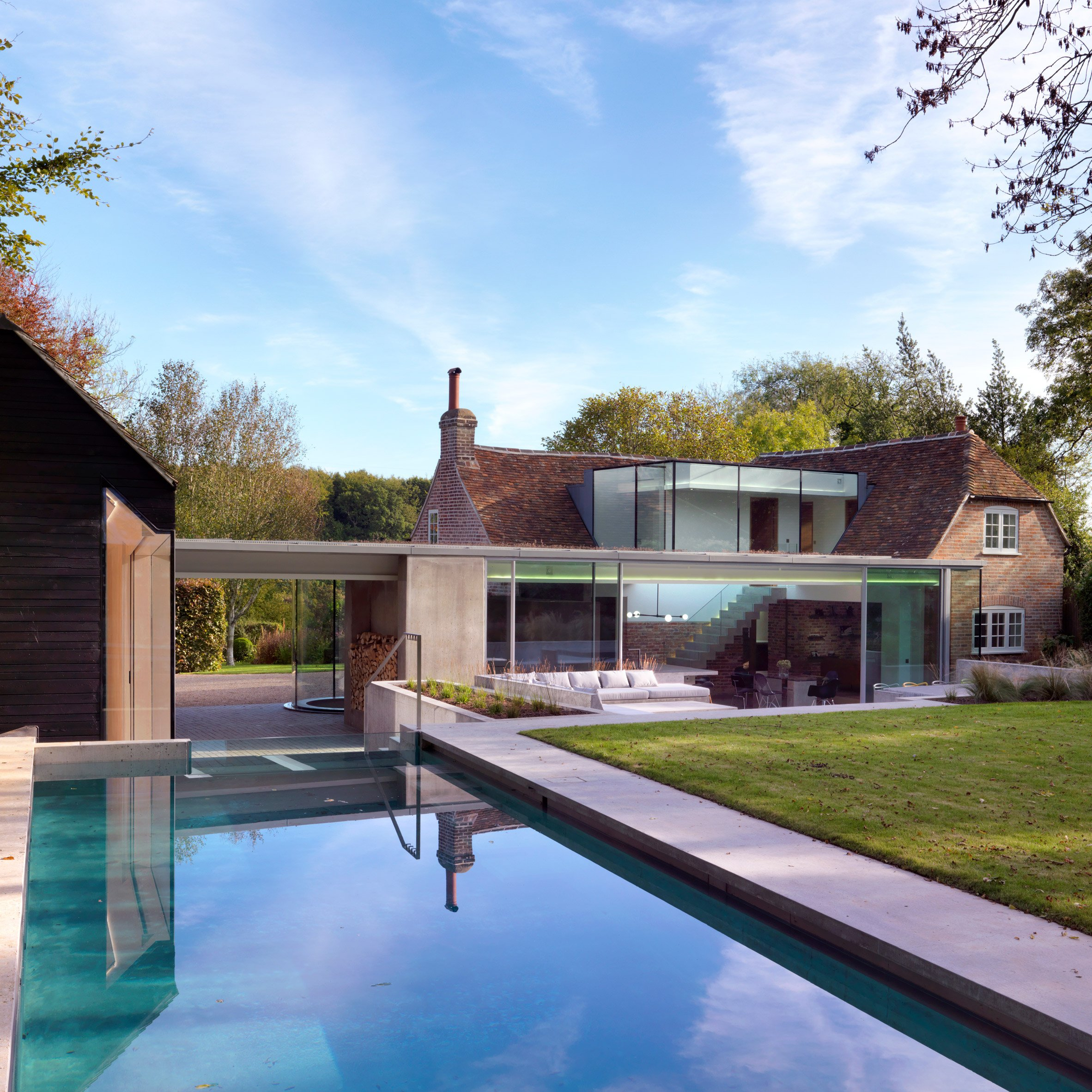 Guy Hollaway adds contemporary extension to his quintessential country cottage